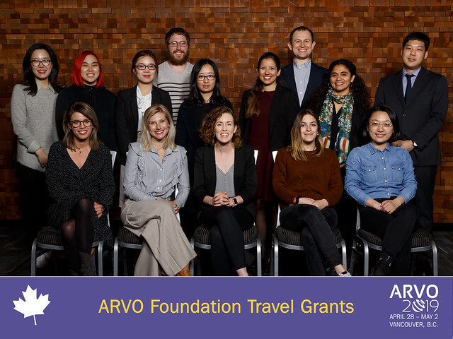 16 young scientists who received an ARVO Foundation travel grant pose together